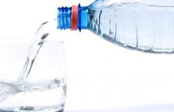 Nabici w butelkę, czyli skąd pochodzi butelkowana woda?