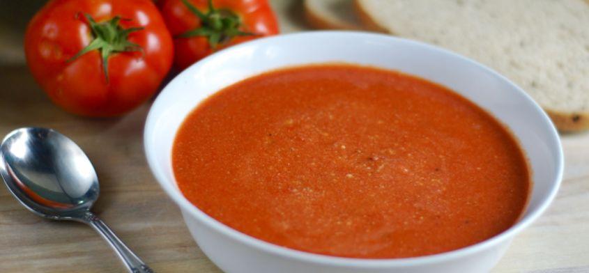 Pyszna zupa pomidorowa z pieczoną papryką i ziołami