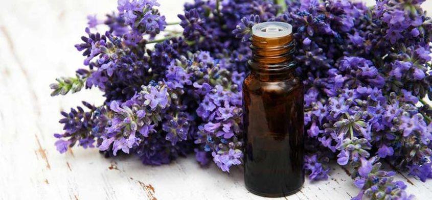Aromaterapia - zalety, działanie i przeciwwskazania. Jakie olejki wybrać?