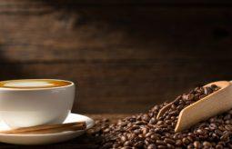 Jakie właściwości ma kawa? Lepsza rozpuszczalna czy ziarnista?