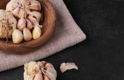 Domowy syrop na kaszel z czosnku – przepis i efekty działania