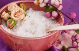 Peeling solny – właściwości i jak go zrobić