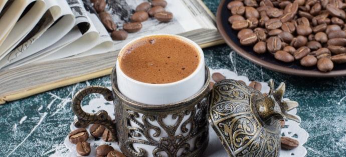 Ile kofeiny ma kawa i od czego to zależy?