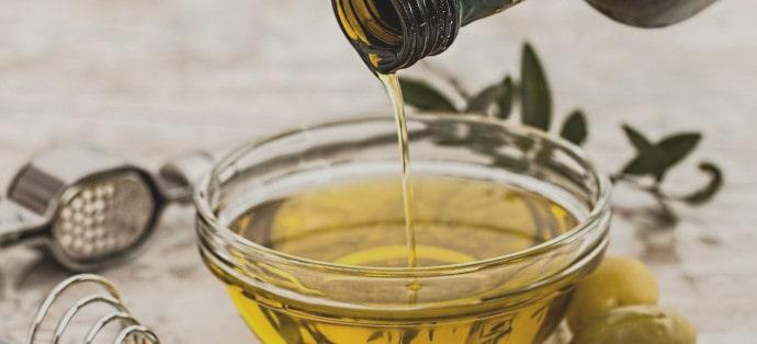 Olejowanie włosów oliwą z oliwek