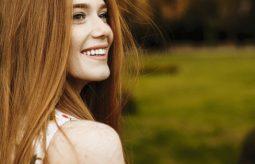 Jak wrócić do naturalnego koloru włosów? Domowe sposoby